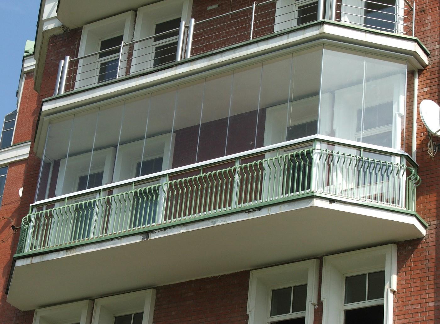 Балкон входит только в площадь квартиры.