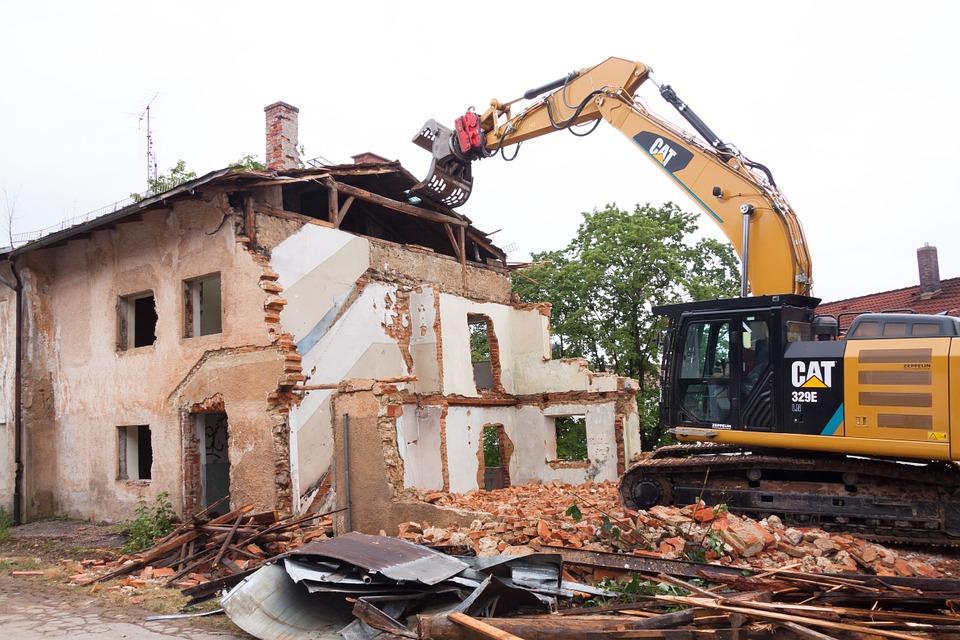 Выселение с предоставлением жилья происходит, если дом подлежит сносу.